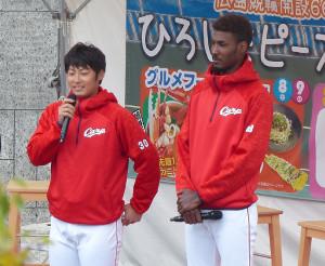 トークショーを行った一岡竜司(左)とアドゥワ誠