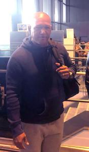 DeNAのラミレス監督は成田空港からバカンス先のカリブ海へ向け出発