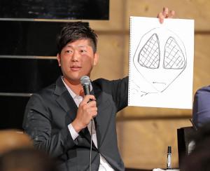 トークショーでスパイダーマンを描いた内海哲也