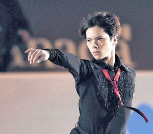 エキシビションで演技する宇野昌磨