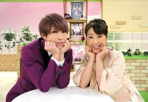 カンテレでミュージカル番組の司会を務めたゴールデンボンバー・歌広場淳(左)と関純子アナ