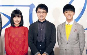 会見した新海誠監督(中央)と声で出演する醍醐虎汰朗、森七菜