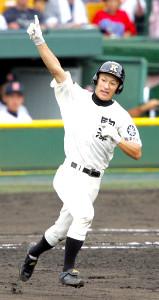 2004年8月19日、夏の甲子園準々決勝・横浜戦で先制ソロを放った駒大苫小牧・林裕也