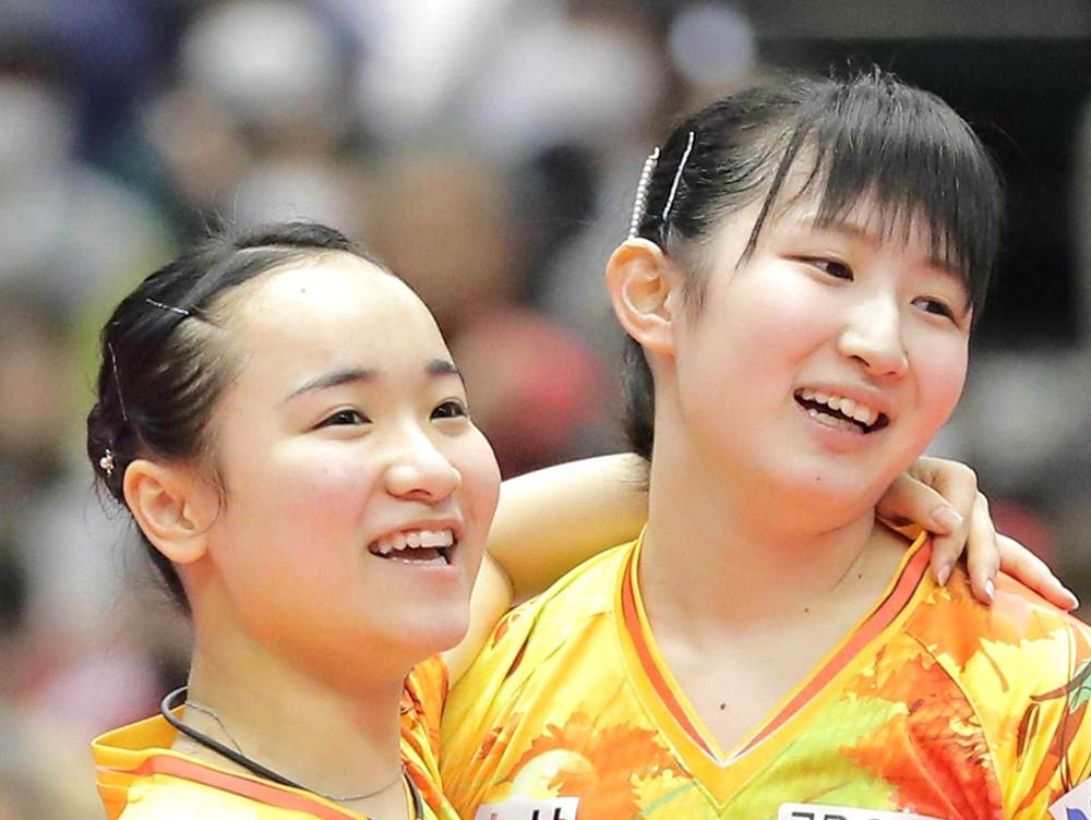 伊藤美誠(左)、早田ひなペア