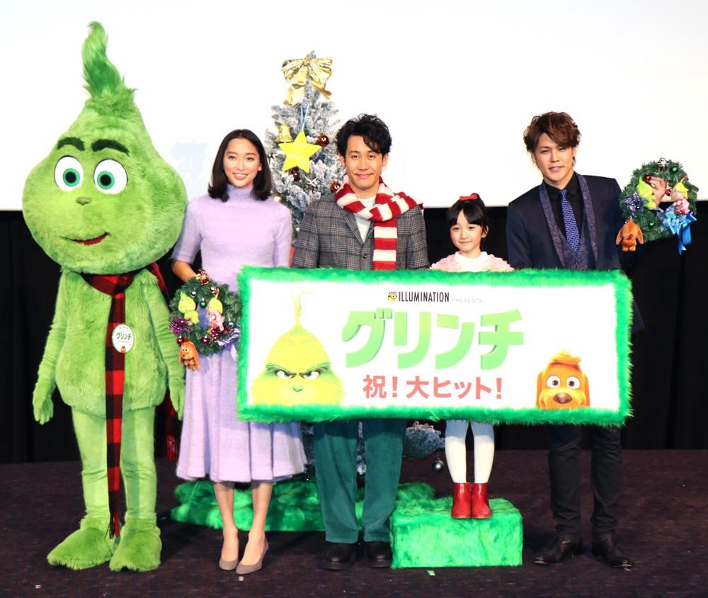 映画「グリンチ」初日舞台あいさつに登壇した(左から)杏、大泉洋、横溝菜帆、宮野真守
