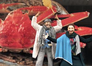 「クチコ・新発見!旅ぷら」で安藤和津(右)と福井を旅するピー