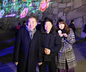 (左から)桂文枝、吉田裕、真紀夫妻