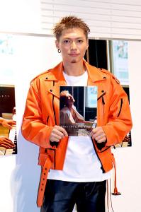初写真集「BYAKUYA」の発売記念イベントを行ったEXILE・SHOKICHI