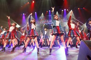 都内でライブを行ったHKT48(左から2人目が指原莉乃、3人目が宮脇咲良)