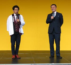 伊東競輪のベントでトークショーを尾庫bなった市田佳寿浩ーさん(右)