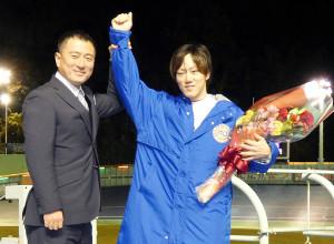 伊東競輪の開設68周年記念G3「椿賞争奪戦」決勝を勝った渡辺雄太(右)