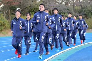 箱根駅伝に向け、気合の入った表情でランニングする日体大の選手たち