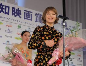 新人賞の蒔田彩珠(カメラ・越川 亘)