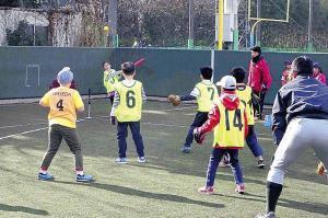 「ならびっこベースボール」で楽しむ子供たち