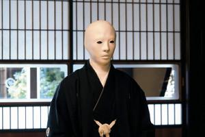 24日放送のフジテレビ系「犬神家の一族」(後9時半)の一場面。賀来賢人演じる佐清