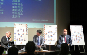 アジア杯に向けたトークショーを行った(左から)大仁邦弥氏、小村徳男氏、秋田豊氏