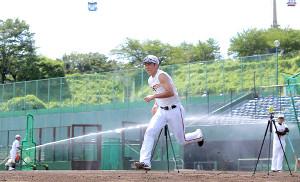 この夏、G球場でリハビリに専念した坂本勇人(カメラ・中島 傑)