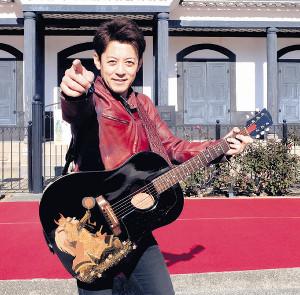 山梨学院大陸上部応援歌を制作し、メンバーにエールを送った伸太郎