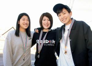 """昨年末のボクシング全日本女子選手権でメダルを獲得した(左から)仲田幸希七、輪幸、幸都子の""""甲州三姉妹"""""""