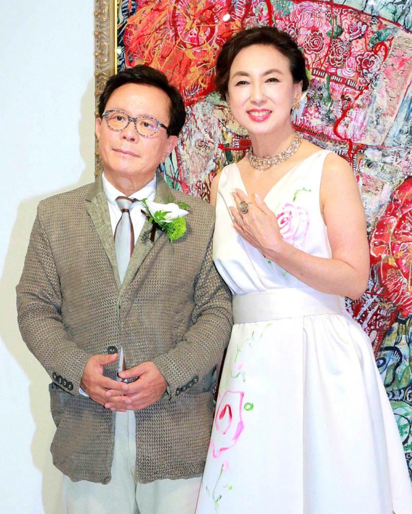 「年末婚」していたことが分かった猪瀬直樹氏と蜷川有紀。昨年5月には婚約発表パーティーを開催していた