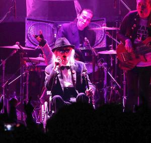 内田裕也が,46th NEW YEAR WORLD ROCK FESTIVAL で車椅子で熱唱する