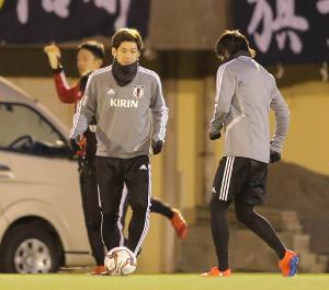 大迫勇也(左)