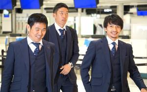 成田空港からUAEへ出発した日本代表の(左から)森保監督、権田、柴崎