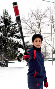 雪の中でバットを構える阪神3位の木浪