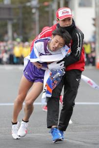 4位でゴールした駒大5区の伊東颯汰(カメラ・清水 武)