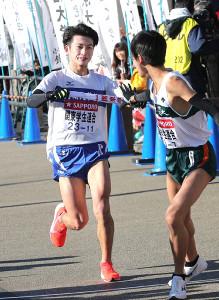 6区を駆け抜けた関東学生連合の防衛大・古林潤也(左)