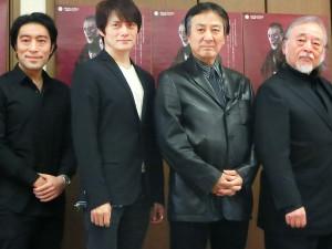 舞台「マクベス」に主演する横内正(右端)と共演の(左から)加藤頼、松村雄基、田村亮