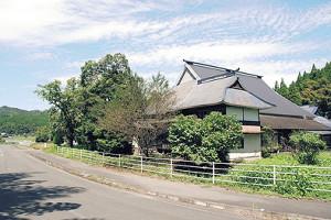震度6弱の地震を観測した和水町内にある金栗四三の生家。11日から記念館としてオープンする