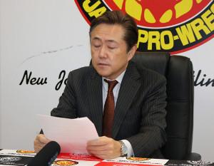 飯塚高史の引退を発表する新日・菅林会長