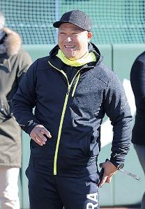 G球場で新人選手の動きをチェックした村田コーチ