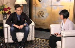 女子高生のインタビューに応じる田中将大(C)TBS