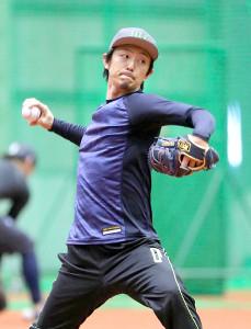 キャッチボールをするオリックス・増井浩俊