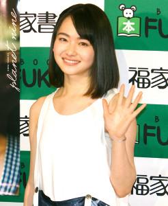 初写真集「PLANET NINE」の発売イベントを行った山田杏奈