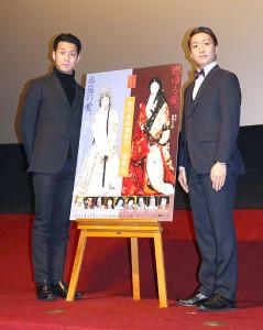 舞台あいさつに出席した中村米吉と中村児太郎(左)