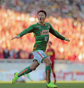 後半、勝ち越しゴールを決め歓喜する青森山田・檀崎竜孔