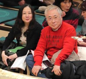 観戦する高須克弥氏と西原理恵子さん