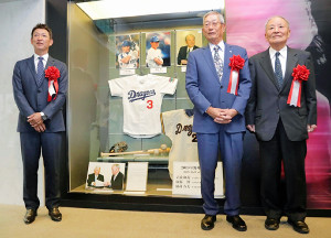 野球殿堂入りを果たした(左から)立浪和義氏、権藤博氏、脇村春夫氏