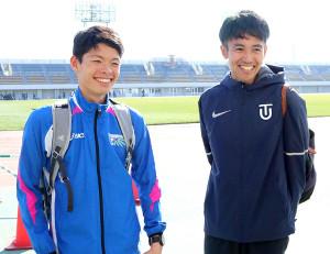 前日練習を終えて笑顔を見せる(左から)明大・阿部、東洋大・相沢