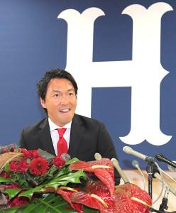 広島への入団会見を行った長野久義