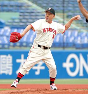 2016年に神宮球場で始球式に登場した倍賞明さん