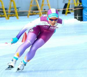 女子1000メートルを制した山形中央・高橋