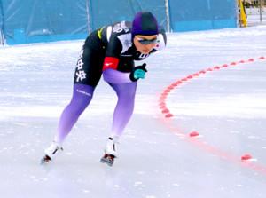 女子3000メートルを圧勝した山形中央・小坂