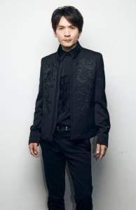 舞台「クイーン・エリザベス」に出演するV6・長野博