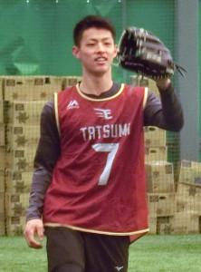キャッチボールをする辰己(カメラ・安藤 宏太)