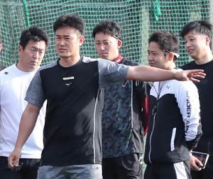 新キャプテンとしてチームを引っ張る銀次(左から2人目)