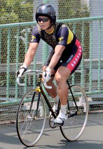 バンクでトレーニングに励む松谷。神奈川を代表する選手だ